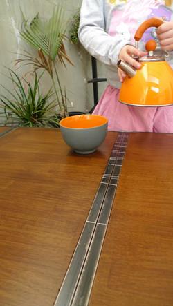 Table basse aux traverses d'acier 2