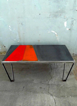table basse rouge et orange