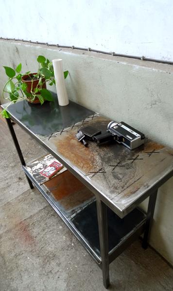 Console acier aux tôles cousues
