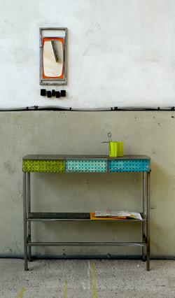 Console aux tiroirs colorés