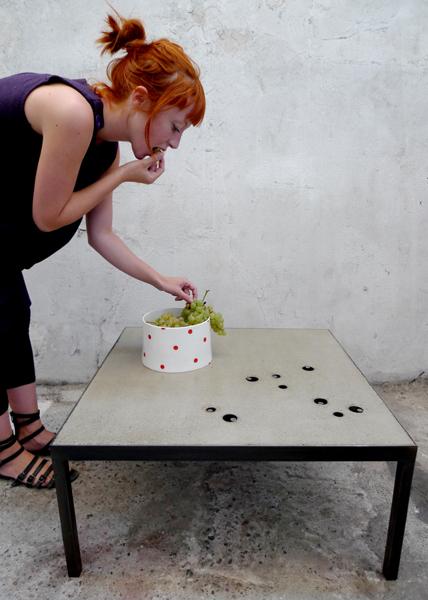 Table basse en béton et acier
