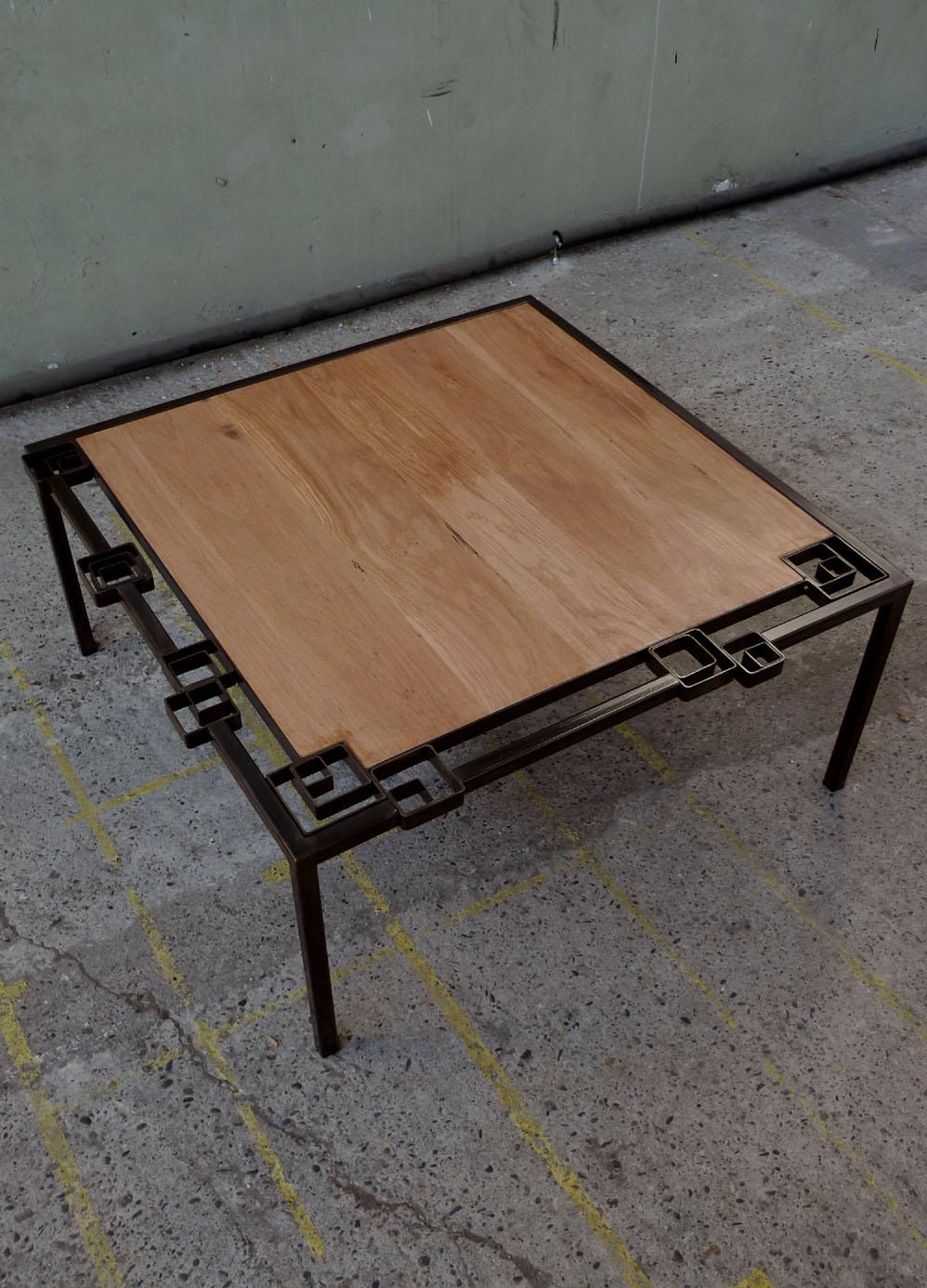 Table basse aux carrés