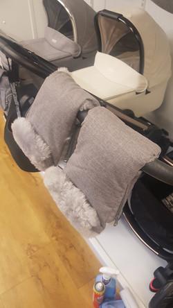 Mamas and Papas hand mitts - grey
