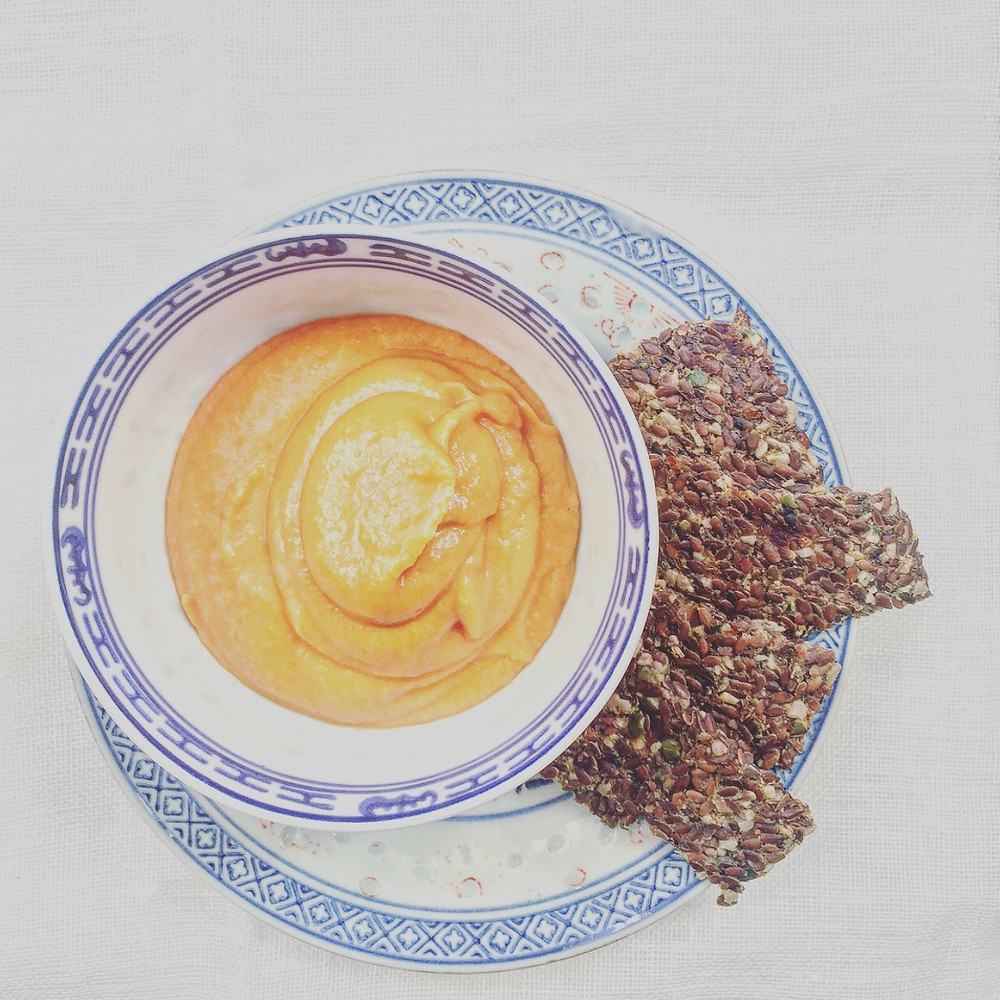 Spicy paprika dip & healthy raw crackers