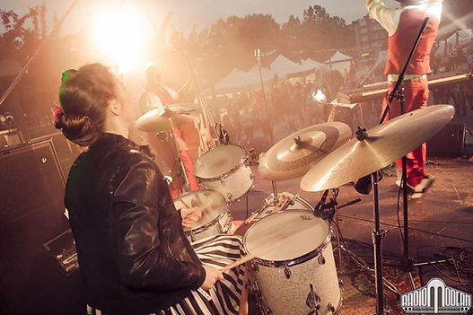 Annebelle Dewitte Fifties Fever Radio Modern drums
