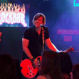 Live shot of Eric by Lee Ann Schwartzman