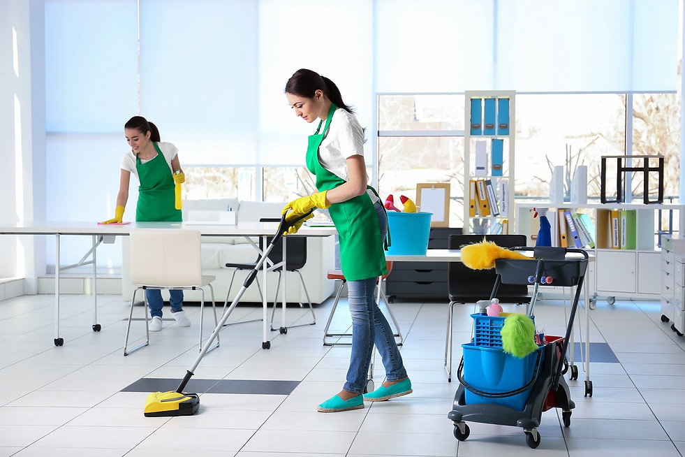 commercial-cleaners-cleaning-office-floo