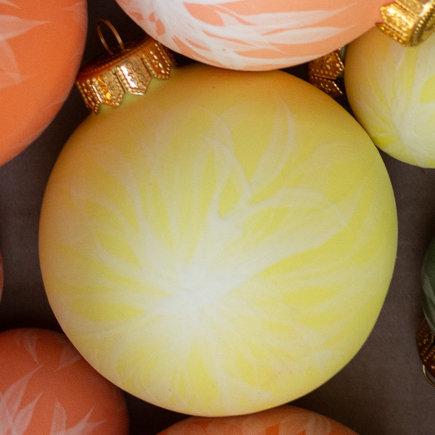 reiko kaneko, dahlia bisque large yellow bauble (2020)