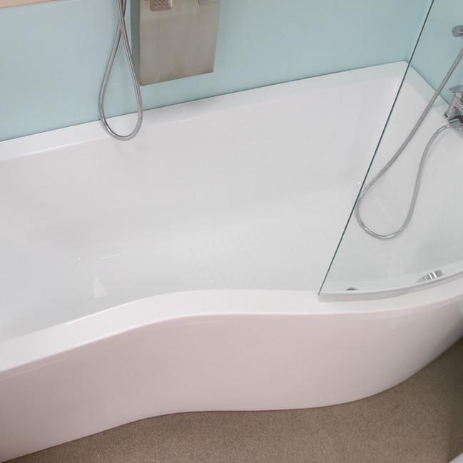 Bath tub Bathroom store Luton