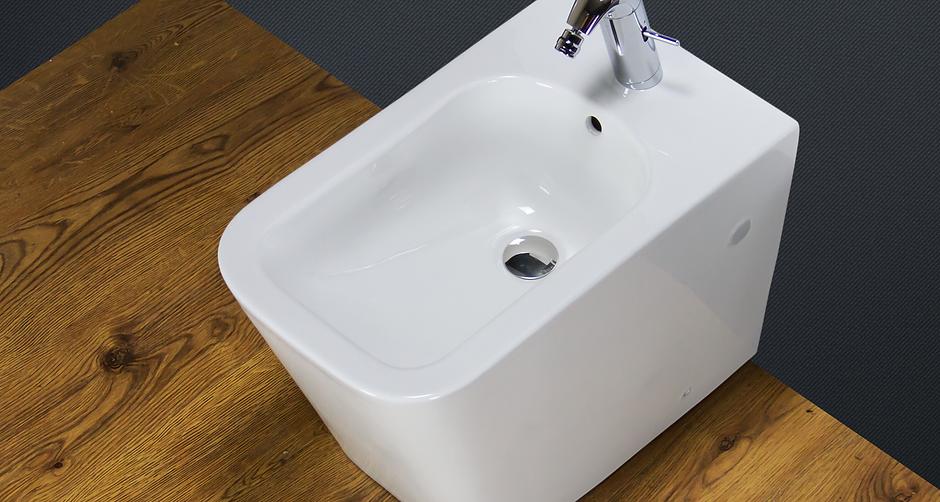 Bidet Modern Back To Wall White Ceramic Floor Mounted Bathroom Cloakroom BT5