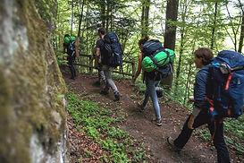 Gruppenausflug mit dem Baumzelt: Wanderung zu einem abgelegenen Platz