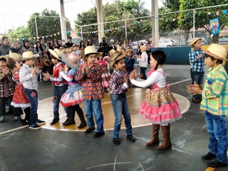 Quadrilhas e danças animam Festa Julina da Escola Nazaré