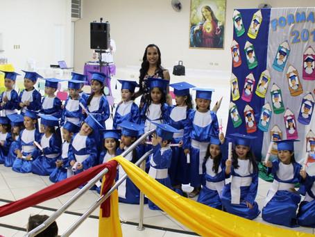 Alunos da Educação Infantil participam de colação de grau