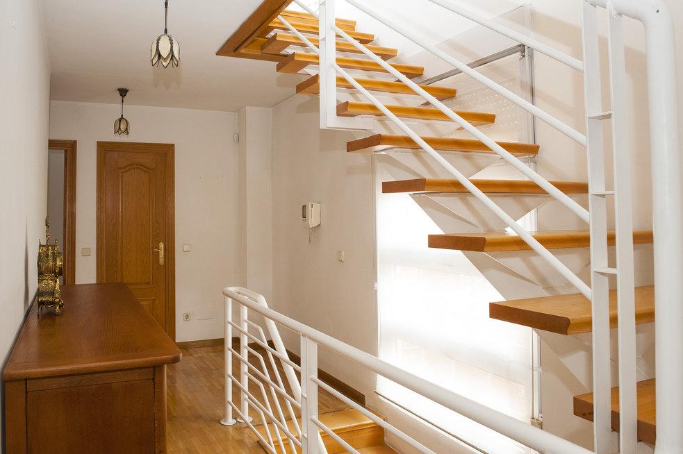 Escaleras hacía la buhardilla