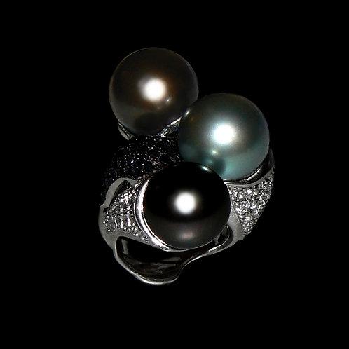 Magic Pearl Trio Ring