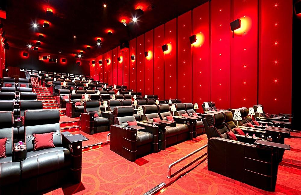 โซฟาโรงหนัง เก้าอี้โรงหนัง นั่งสบาย โซฟานั่งสบาย โรงหนังหรู โรงหนังแพง โรงหนังอินเดีย โรงหนังหรูที่อินเดีย Gold Class PVR cinema กิจกรรมที่บังกาลอร์ กิจกรรมหลังเลิกเรียน ดูหนัง หนัง ภาพยนตร์