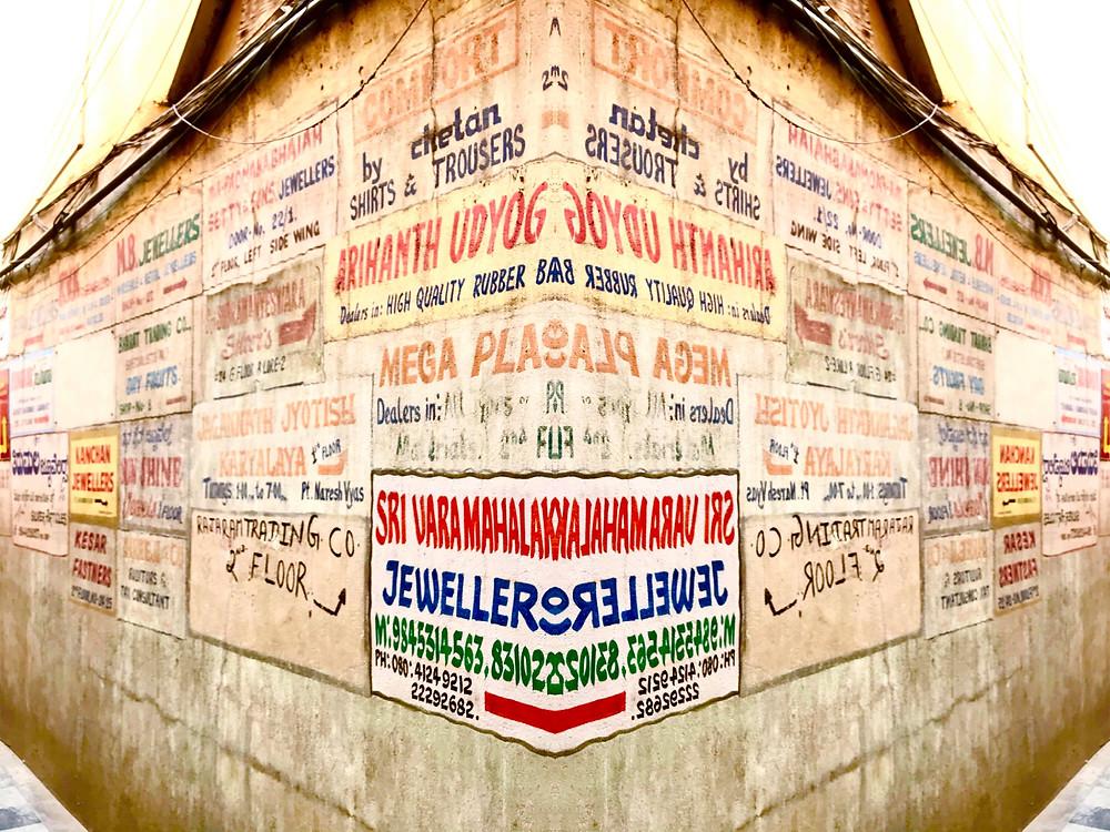 ภาษาทางราชการคือ ภาษาฮินดี และภาษาอังกฤษ