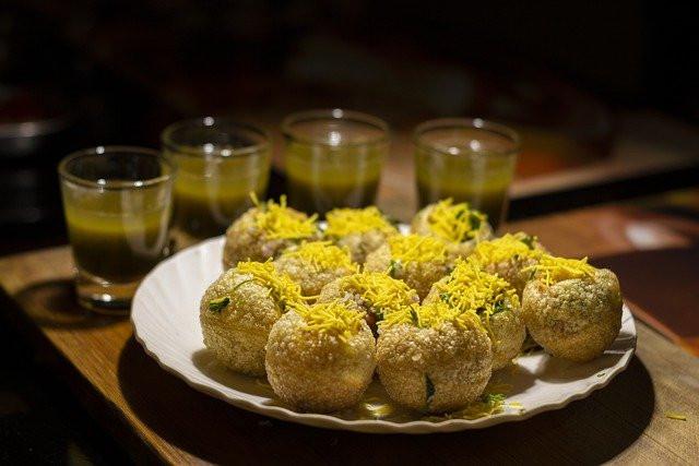 ปานิิปูริ Pani puri อาหารอินเดีย ขนมอินเดีย มีทั้งหวานและเปรี้ยว