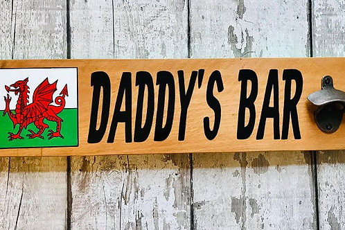 Wooden plank 'daddy's bar' bottle opener