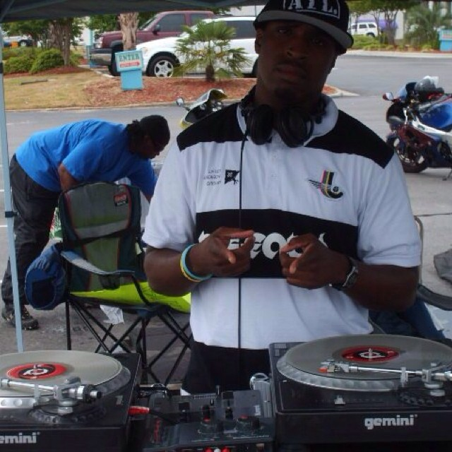 Facebook - #TBT 2010 Real Brothas Rydin car wash on the 1's and 2's.jpg