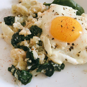 Creamy Cauliflower & Spinach with Fried Egg