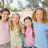 Les filles heureux jeunes