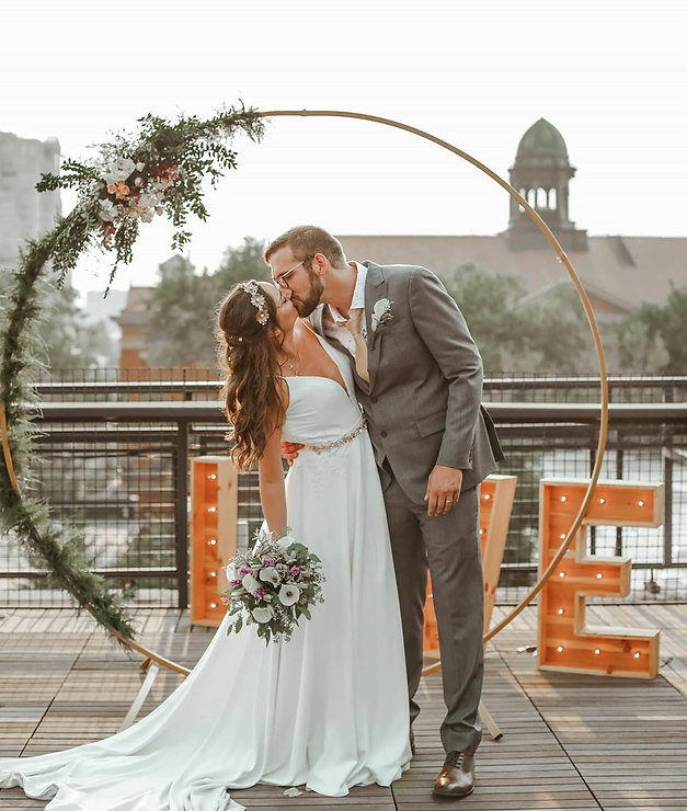 Couple Met-lo Roof Denver Circle Arch
