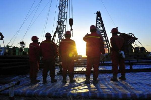 oil_field_workers.jpg