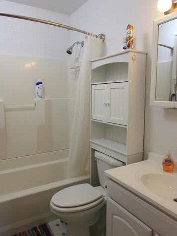 Full bath in Main House.jpg