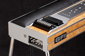S-10 PU in Maple, changer end front angl