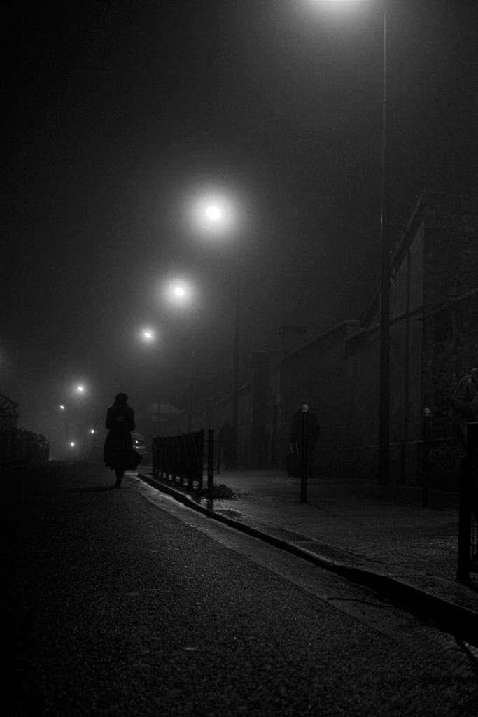 La fille sous la brume