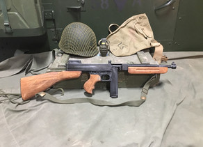 Replica Submachine Spotlight: The Thompson / Tommy Gun SMG by Denix