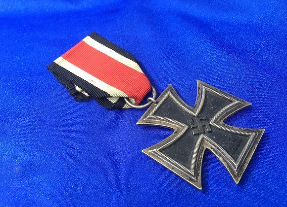 WW2 German EK2 maker marked 25 (original)