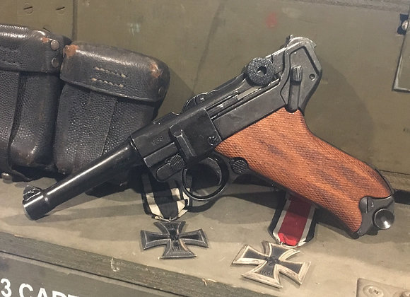 WW1 / WW2 Luger P08 with Timber Grips