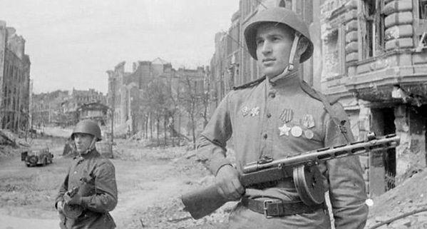 Russian PPSh Submachine Gun.jpg