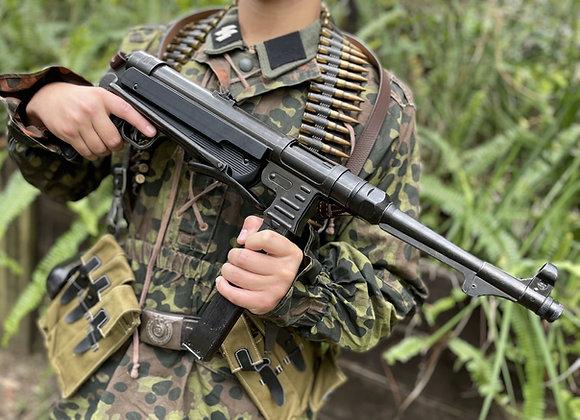 Replica MP40 SMG (stock folds)