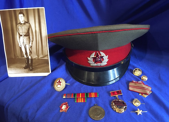Soviet Army Visor Cap, period image, 1941-1945 Victory Medal and various badges