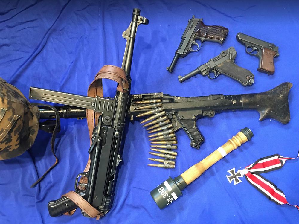 Sabre Militaria sells Denix replica guns and a wide range of militaria