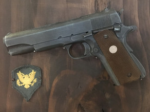 Man-Cave Ideas: Non-Firing Replica Pistols, Rifles and Submachine Guns to decorate a Man-Cave