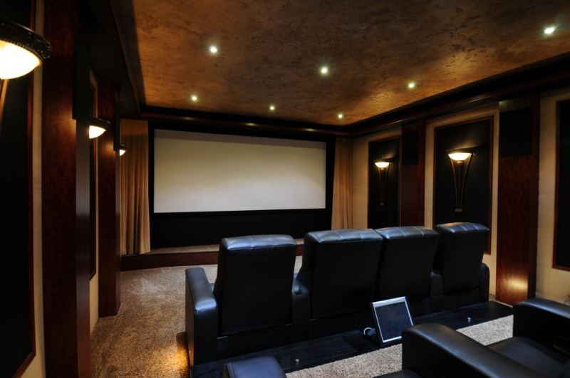 Outstanding-Impressive-Home-Theater-Design-With-Perfect-Wide-Screen.jpg