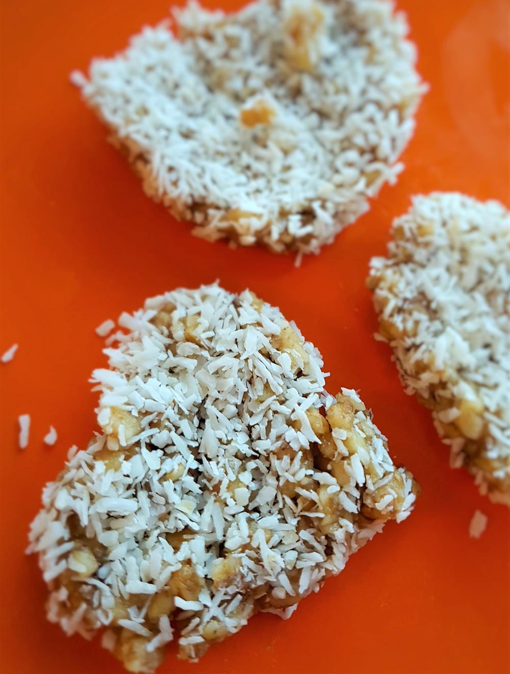Medaus ir riešutų pyragėliai | www.salduolis.lt