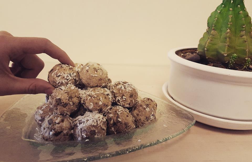 Varškinių rutuliukų saldumynas be pridėtinio cukraus
