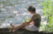 Unestagiaire écritau bord du fleuve Orb