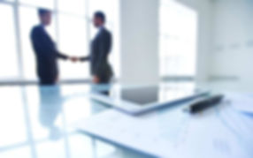 photo-employees-shaking-hands-table-1080