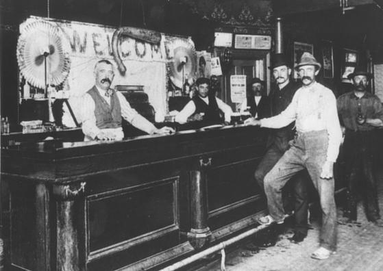 Lombard Hotel Saloon
