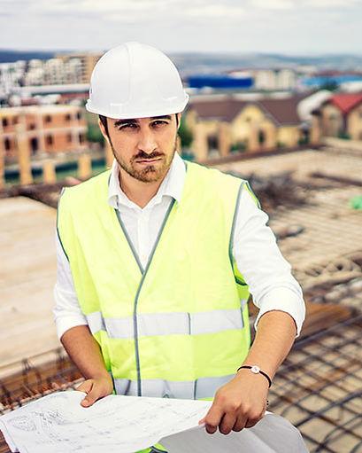 ביטוח אחריות מקצועית למהנדסים - מהנדס בניין באתר בנייה
