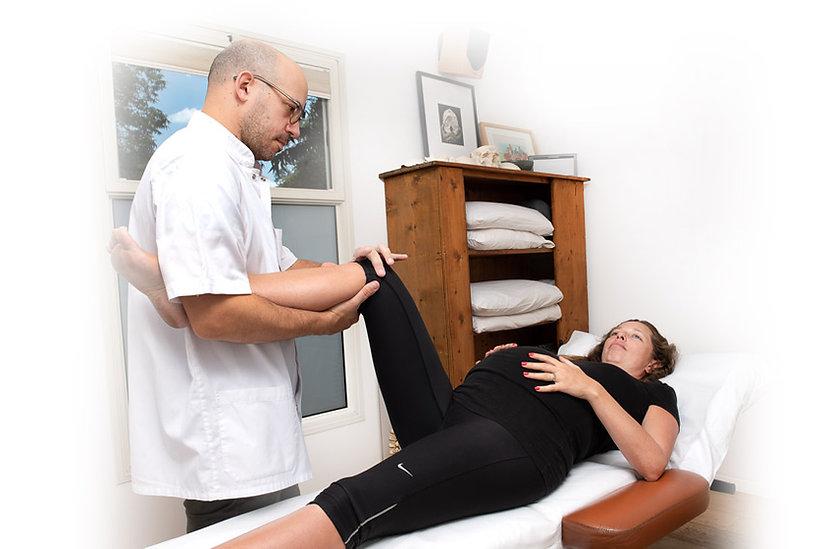 טיפול-אוסטאופתי-לאישה-בהריון.jpg