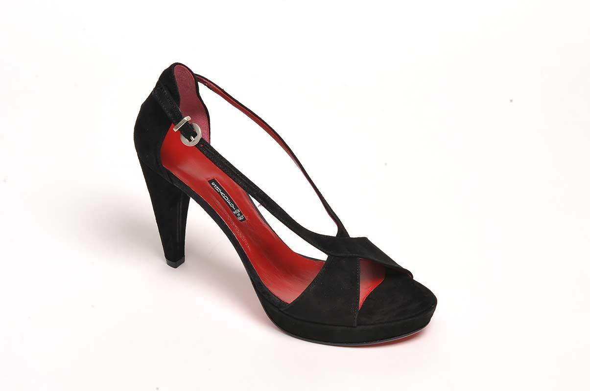 צילום מוצר בסטודיו - נעל מעוצבת