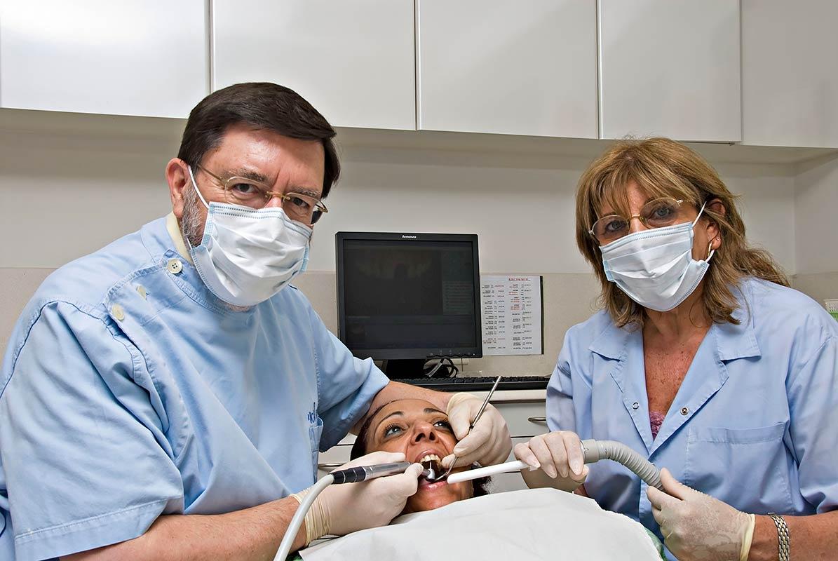 צילום תדמית- דר' סרלואי במרפאה
