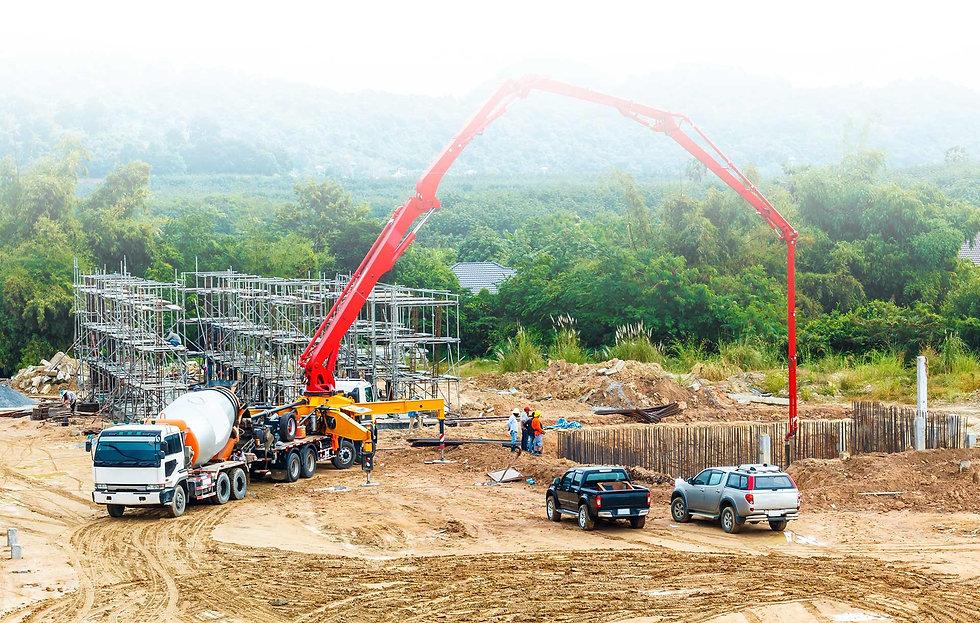 משאבת-בטון-באתר-בנייה.jpg